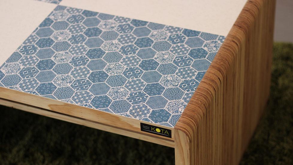 和柄センターテーブル(和柄ブルー&ホワイト)-和柄アップ
