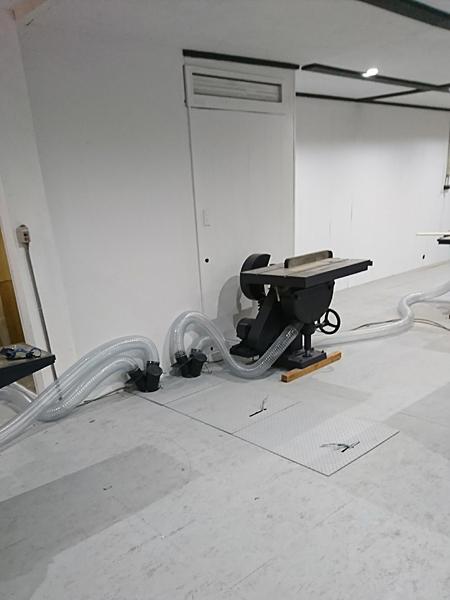 集塵機を地下に設置できたのも地下倉庫のあった店舗ならでは