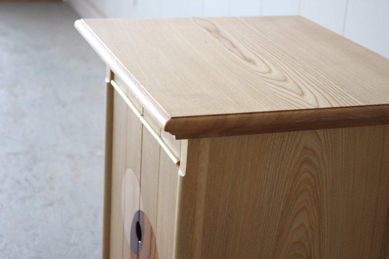 オーダー頂きました特注の仏壇です。センとケヤキの無垢材で製作し、各所にこだわりを見せています。