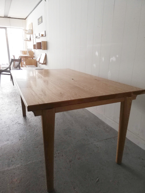 新築物件のテーブルでお話を頂き、新シリーズにもとデザイン製作したダイニングテーブル