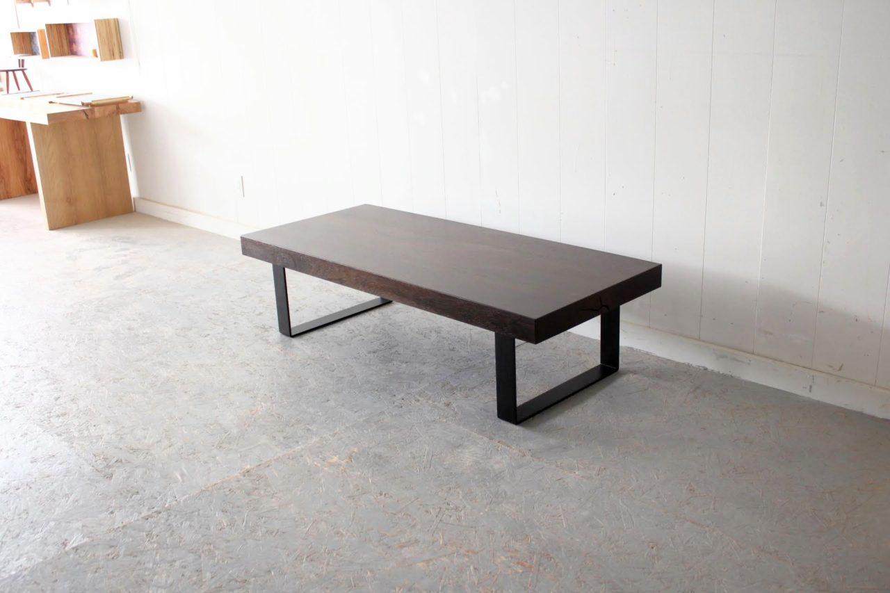 マンションリフォームのお客様で、ご両親が使われていた昔ながらの座卓をリメイク致しました。  サイズ的にも材質も珍しい「タガヤサン(鉄刀木)」でした。  とにかく重く加工前は95キロありました。  1人では持つことすら出来なく、加工は困難でしたがなんとかやりきりました(*´з`)  脚はアイアンで特注です。