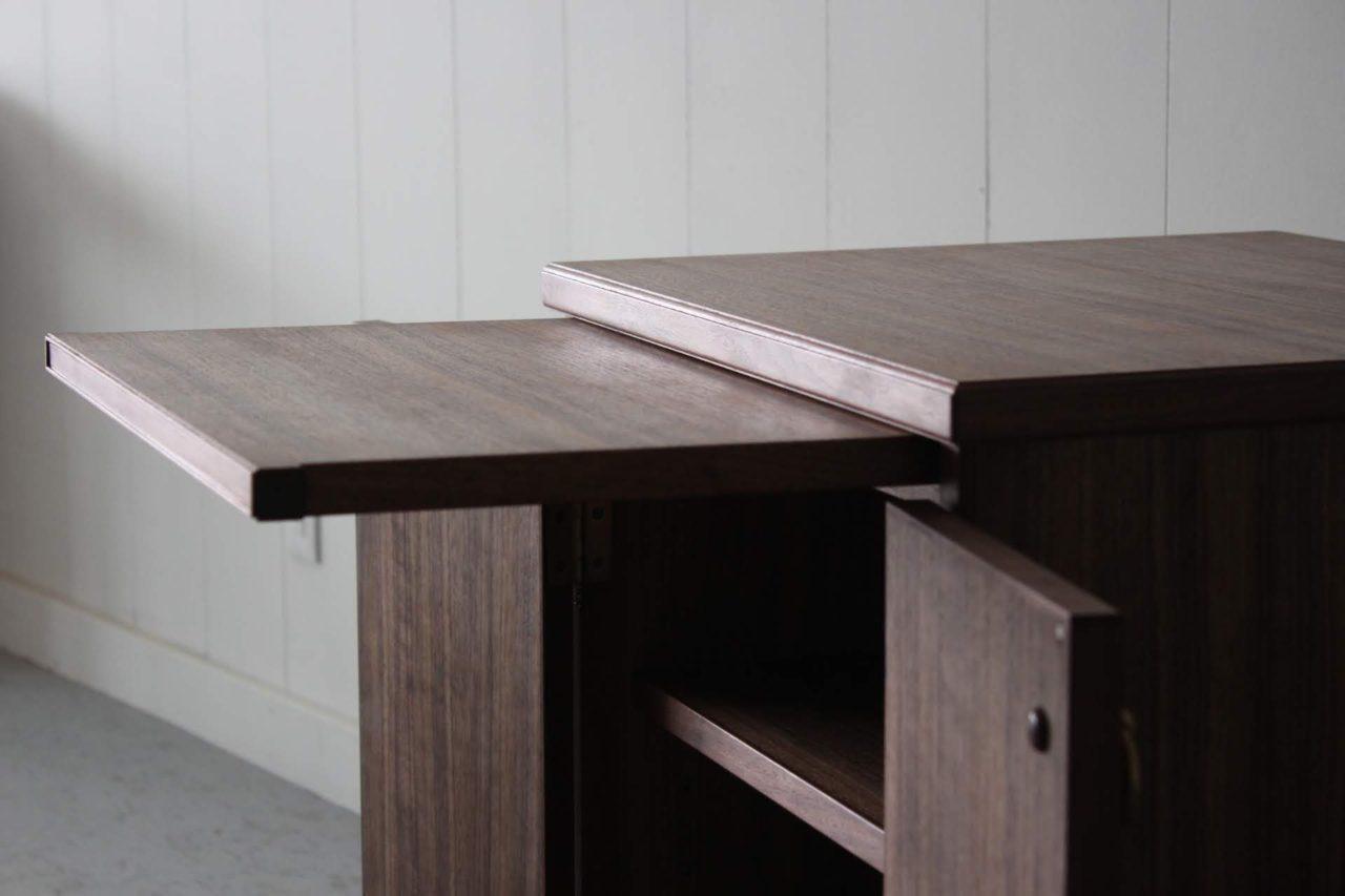 オーダー頂きました仏壇の下台です。  控えめですが存在感がるある雰囲気をイメージして製作しました。