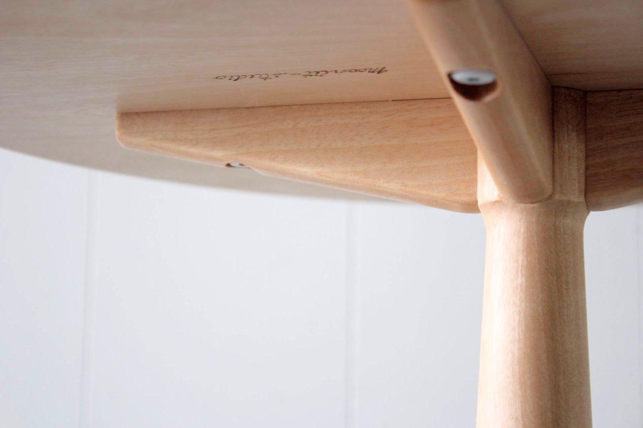 オーダー頂きました、コーヒーテーブルです。  パソコンなども安定して出来るように4本脚にしています。  既にお使いの「リッラ・オーランドアームチェア」にデザインや材料も意識して製作しました。