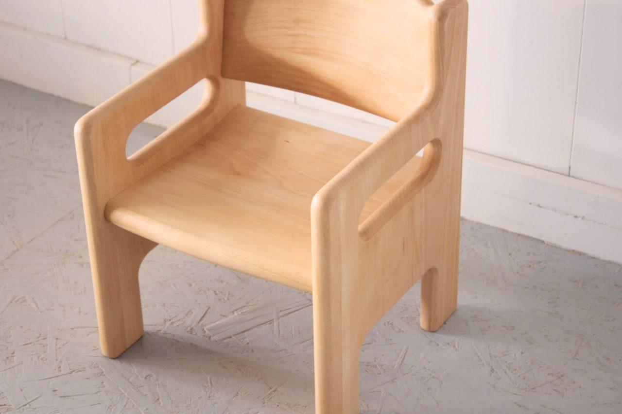 オーダー頂きました子供用椅子になります。  設計士でもあるお客様のお子様に向け、デザイン、設計はお客様の案です!  2才くらいになるお子様のかわいいらしい椅子となりました。
