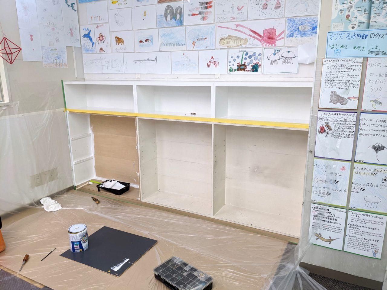 オーダー頂きましたジュニアクラブさんのランドセル置き棚と、既存収納の塗装を行いました。
