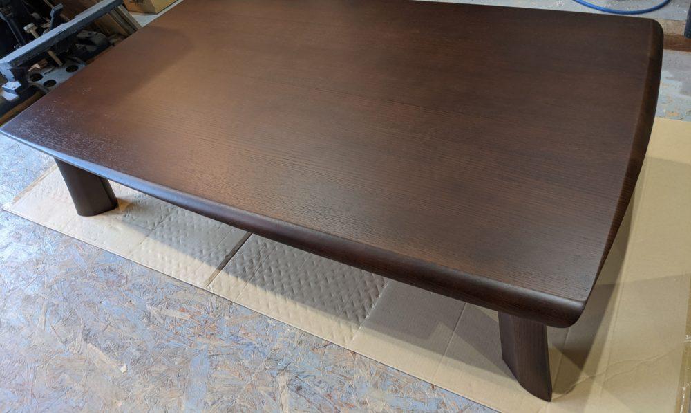 増えた修理の中でも3番目くらいの要望があるテーブル塗装です。  全て削り出し、元の塗装より良い意味で今っぽく若干アレンジしております(色味やツヤなど)。